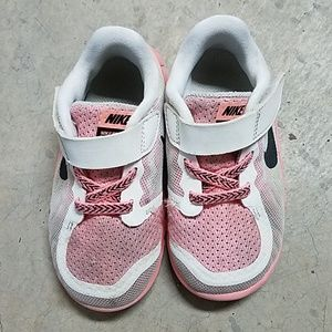 KIDS BUNDLE pink nike free 5.0